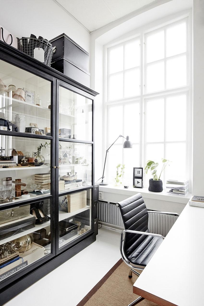 мебель в современном кабинете в доме