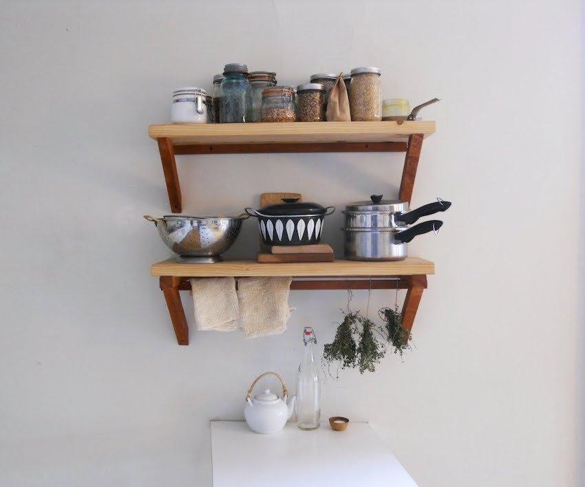 полки для посуды на кухне