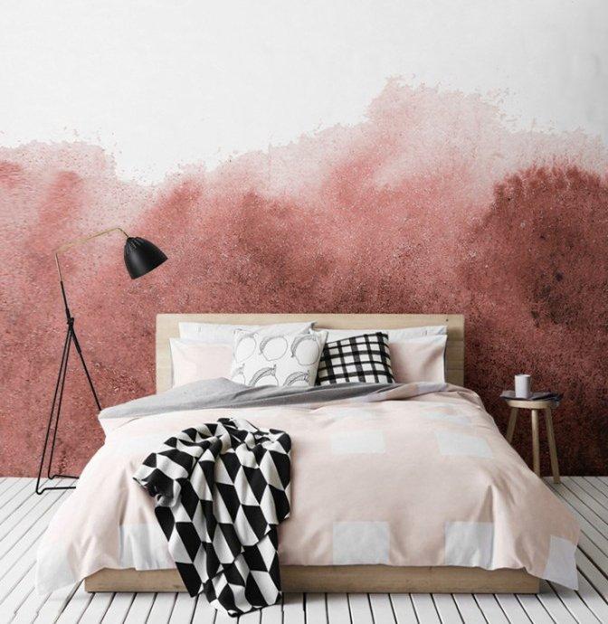 бело-розовая покрашенная стена