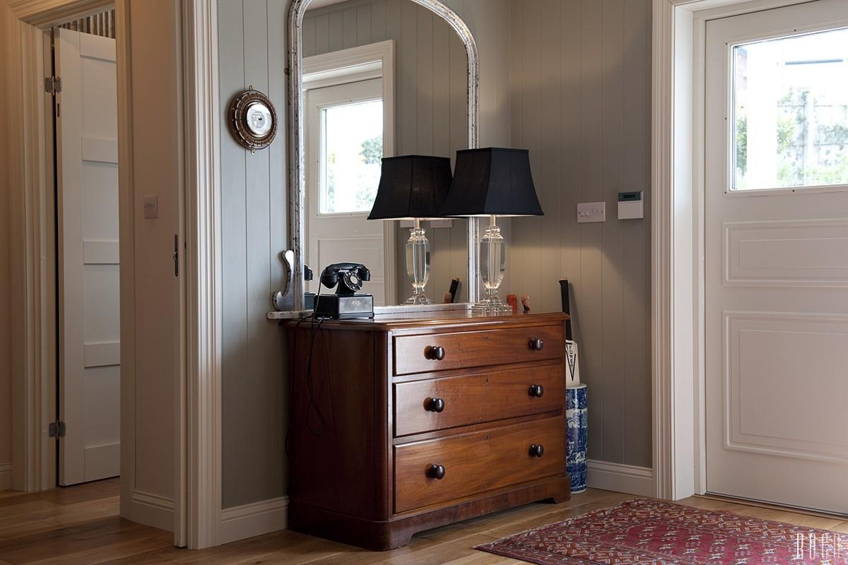 Выбор мебели для прихожей комод
