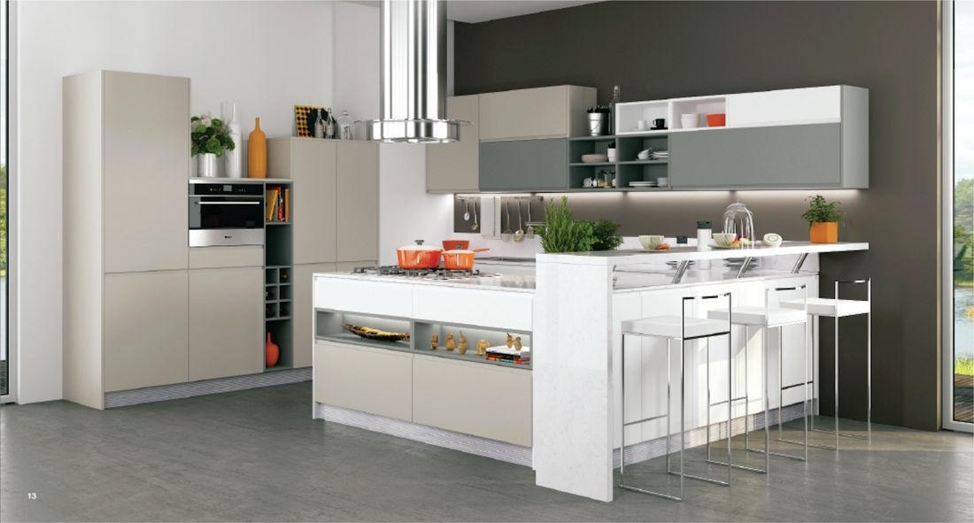 Дизайн маленькой кухни в стиле хай-тек