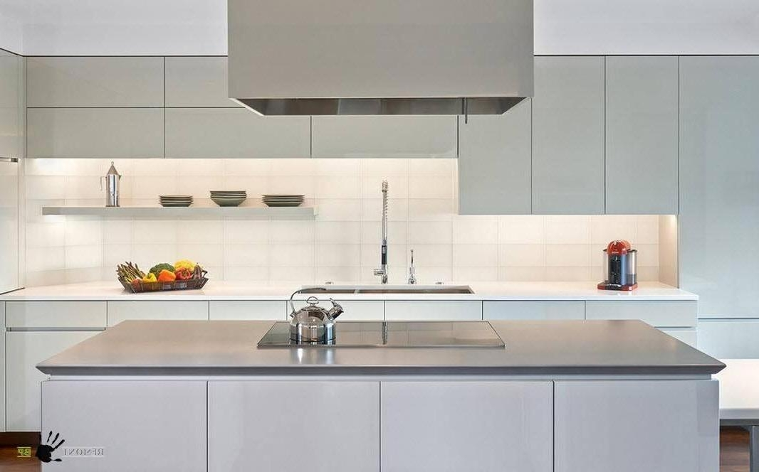 Дизайн маленькой кухни в стиле хай-тек белая