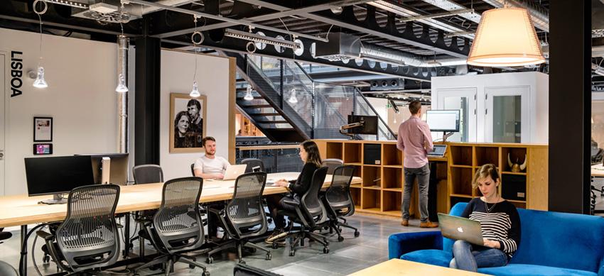 интерьер офиса Airbnb