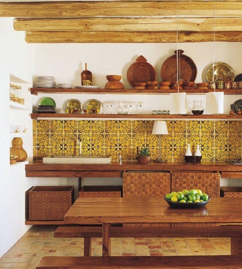 дизайн кухни с желтой плиткой