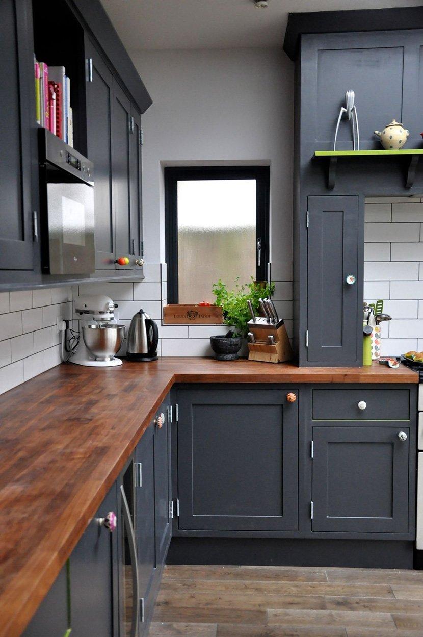 фото серо темной кухни в доме