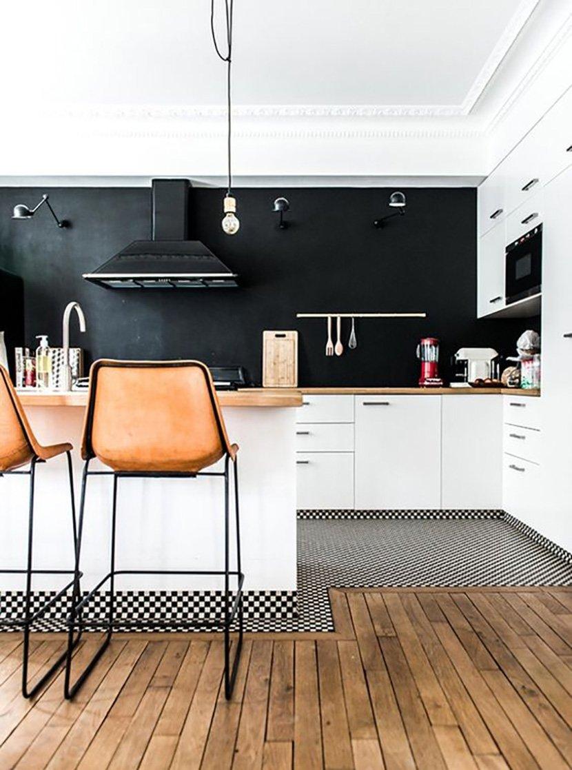 фото черно-белой кухни в доме