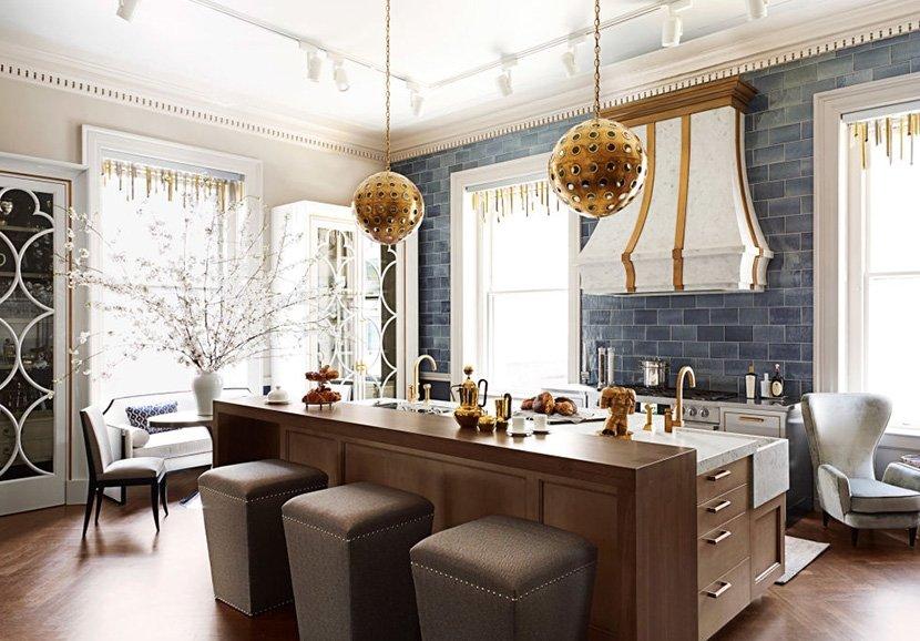 фото серо-коричневой кухни в частном доме