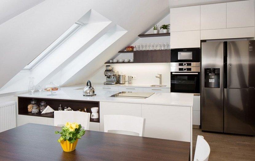 фото кухни на мансардном этаже