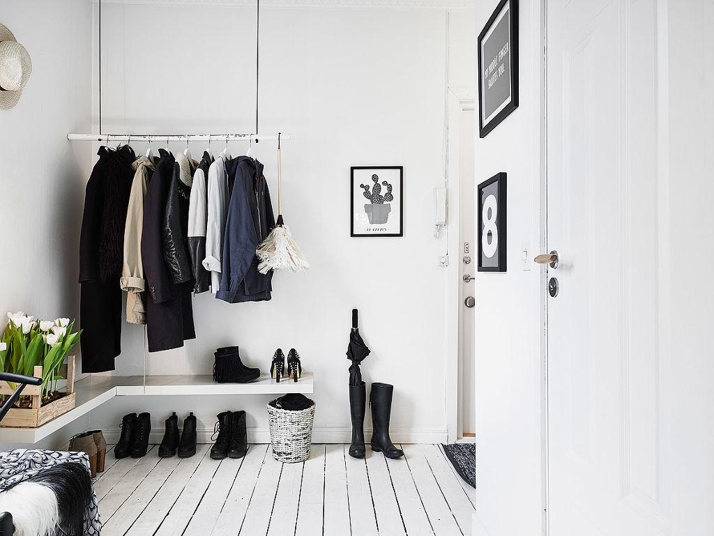 Альтернатива шкафам в прихожей: крючки, вешалки, полочки, скамейки