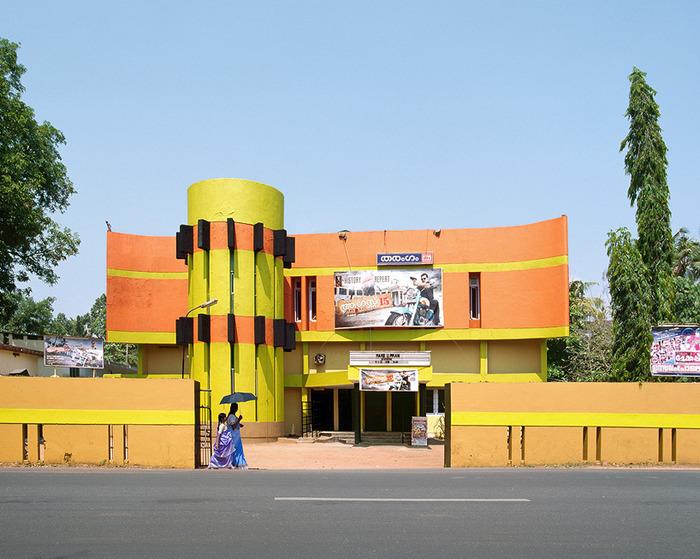 Здание кинотеатра картинка