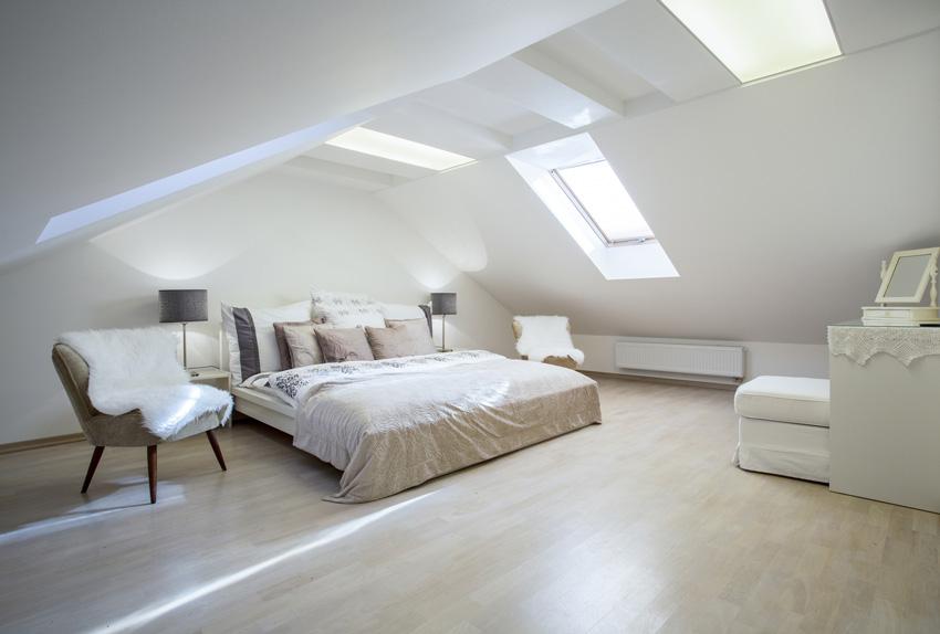 Спальня на мансарде: дизайн мансардной спальни на чердаке, варианты интерьера в разных стилях с фото